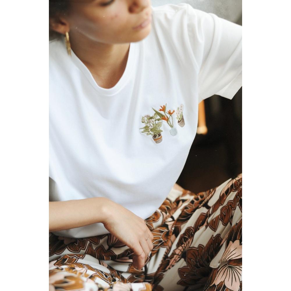 Bawełniany t-shirt z haftem rośliny MOMU WARSAW
