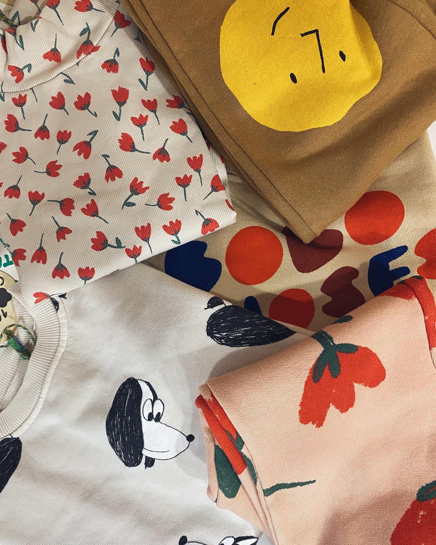 Naturalne materiały, najpiękniejsze printy, genialna jakość. Ubranka Bobo Choses mimo, iż nie są najtańsze to naprawdę są warte swojej ceny ???????? Uwielbiamy niezmiennie odkąd kupiliśmy pierwszą rzecz czyli od 2017 roku. Kto przybije piątkę????????? www.